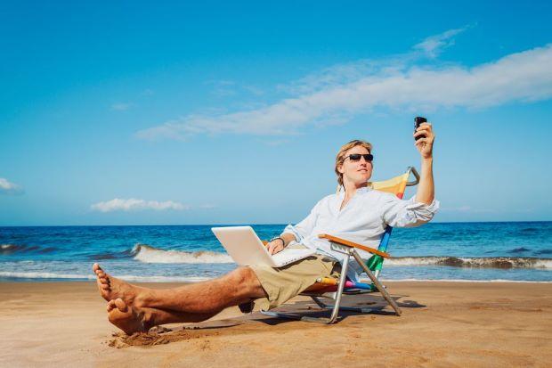 Smartphone ed internet anche in vacanza: il mondo vuole stare sempre connesso