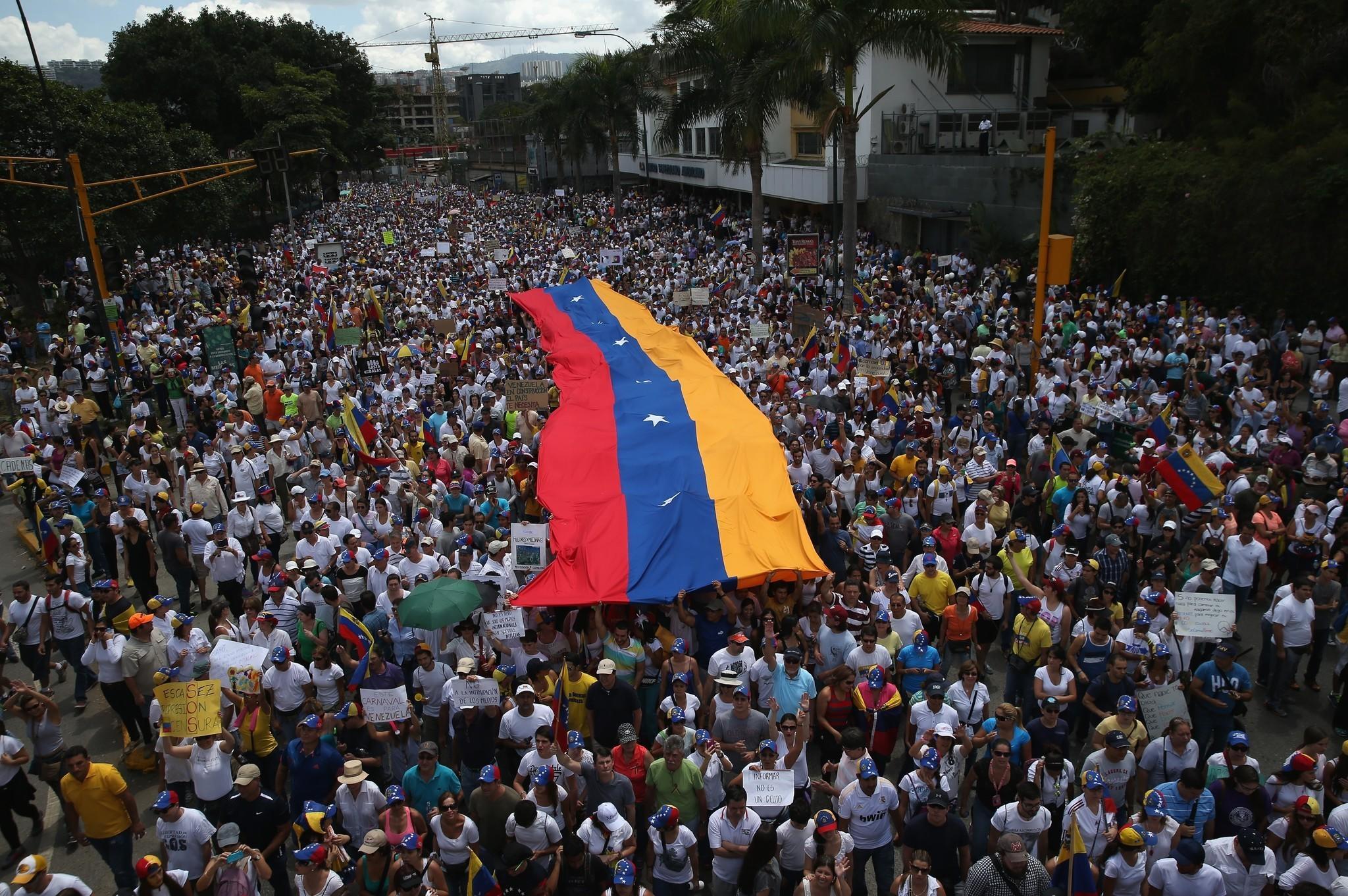 Precipita la situazione a Caracas: militanti chavisti occupano Parlamento