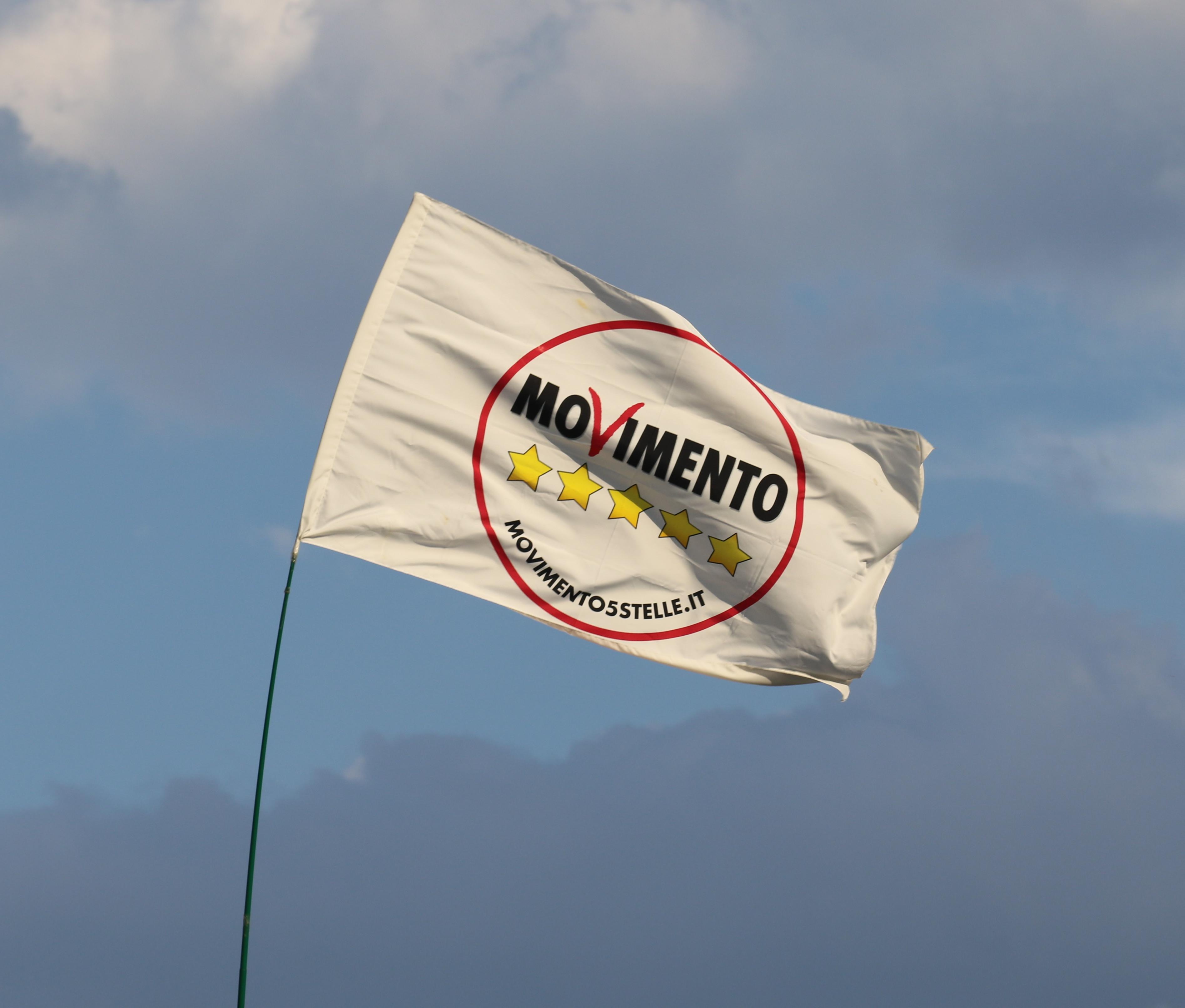 Perché Beppe Grillo invita a cambiare la password del suo blog