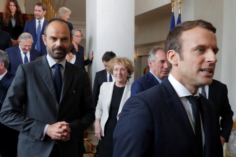 Macron crolla nei sondaggi, è al 40%