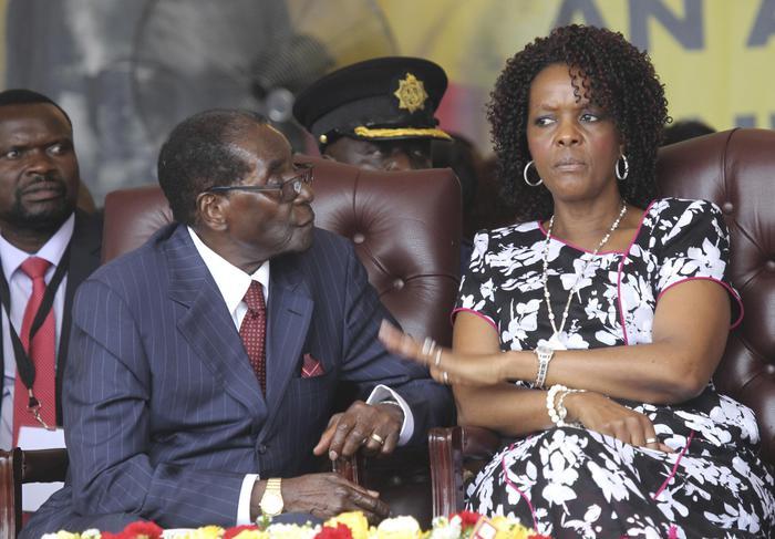 Zimbabwe, stretta sul presidente Mugabe: tank e soldati nella capitale Harare