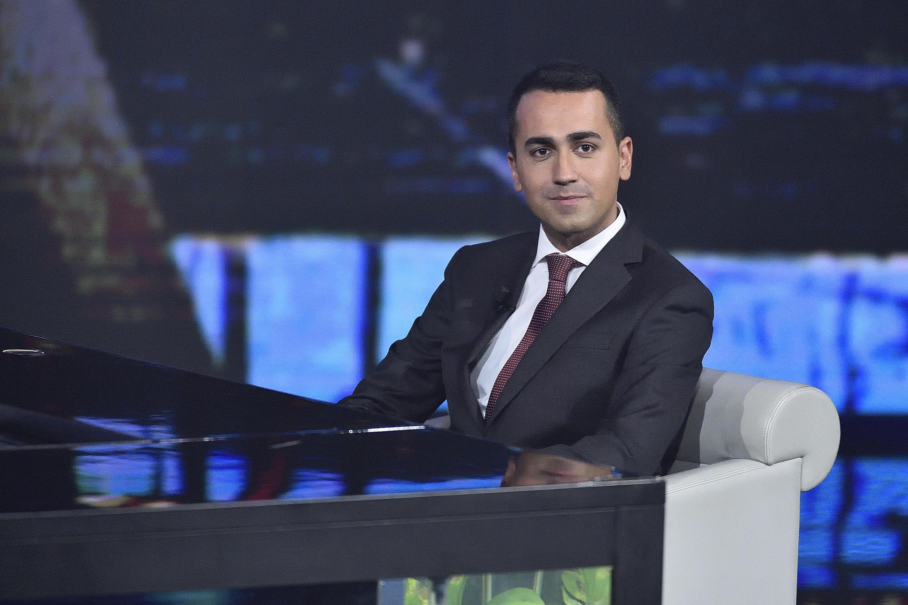 M5S: Di Battista, nessuna alleanza, bisogna vincere elezioni da soli