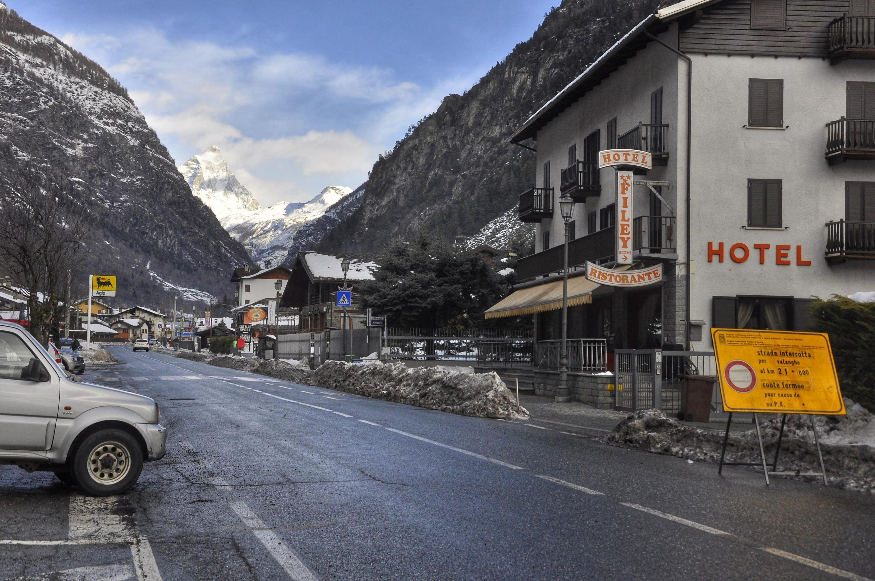 Pericolo valanghe, chiusa anche la strada Valtournenche, Breuil-Cervinia