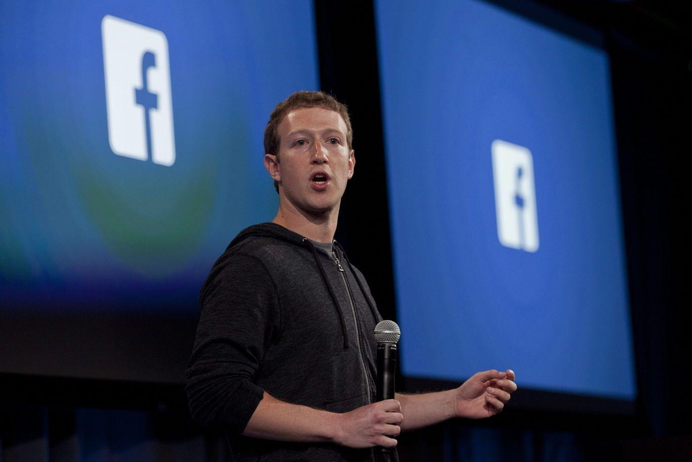 In Usa avviano indagine sul datagate, titolo Facebook in controtendenza