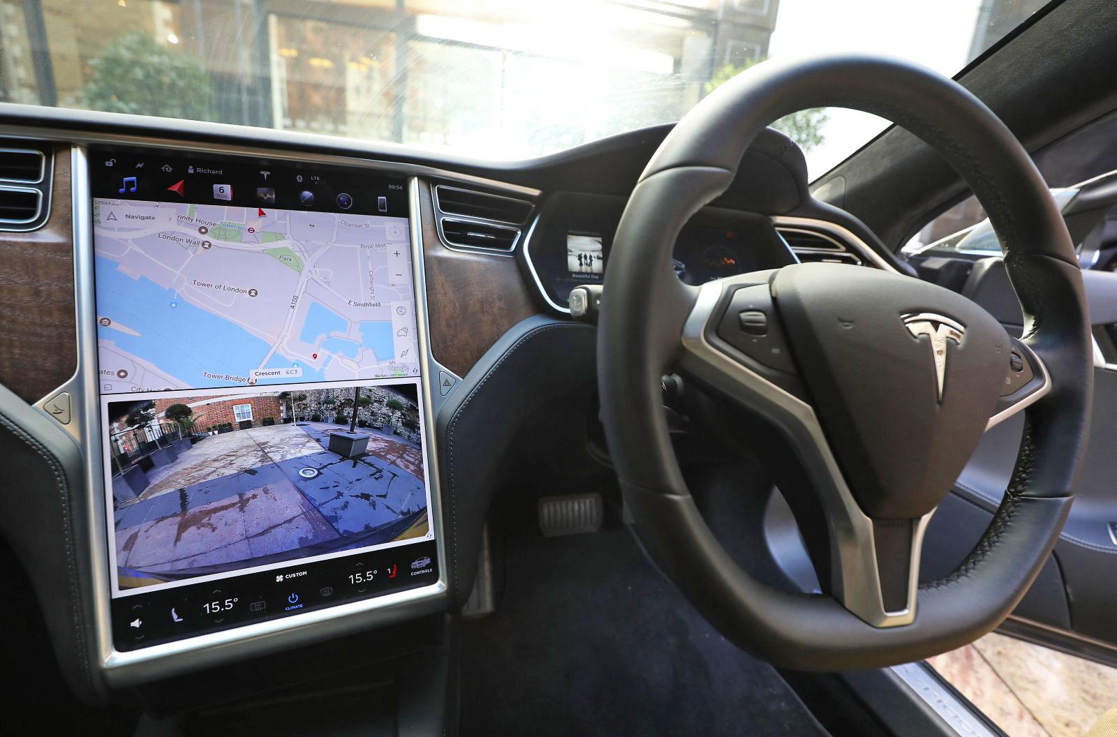 Tesla con