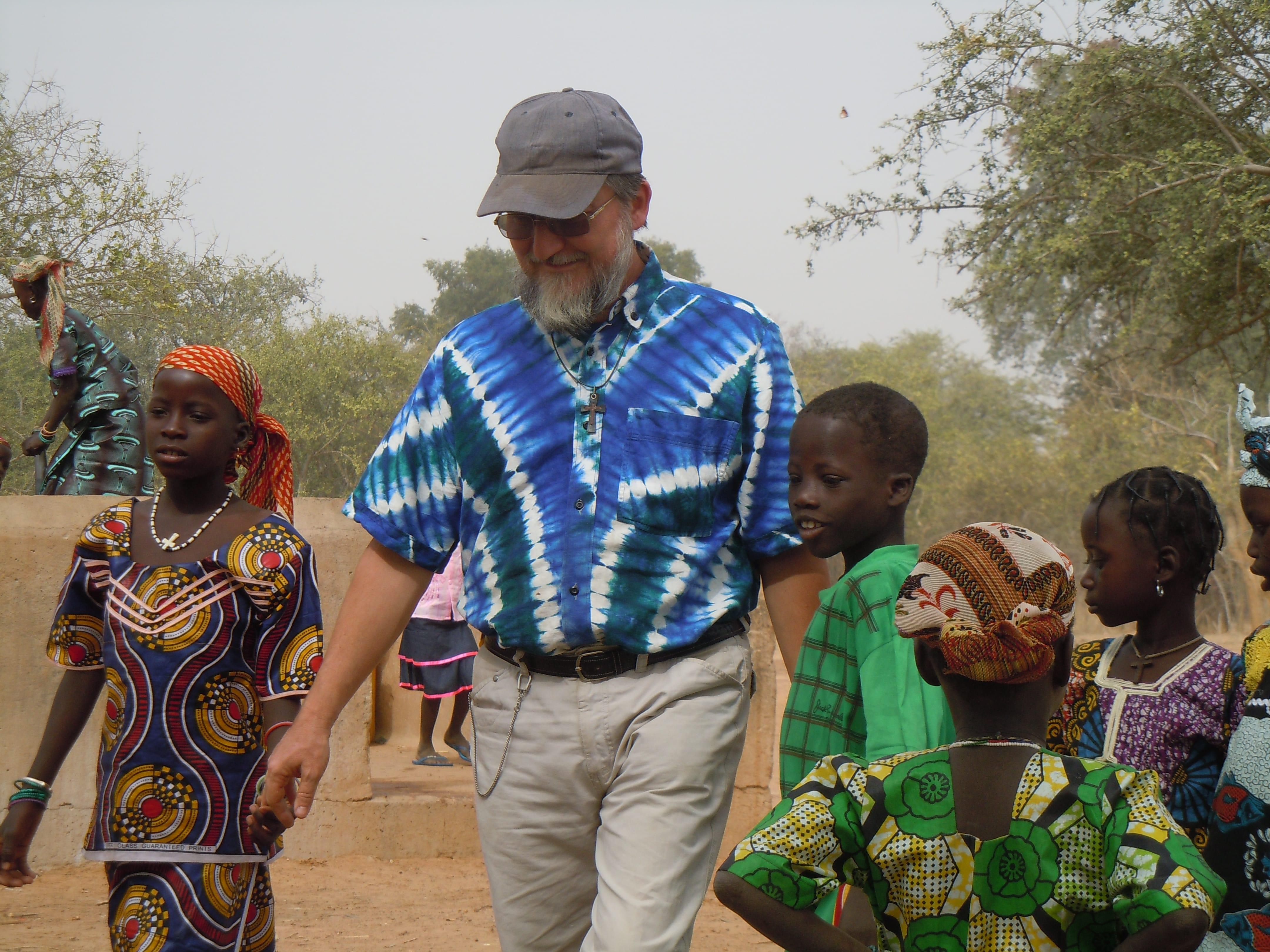 In Niger alcuni jihadisti rapiscono un sacerdote italiano: padre Maccalli