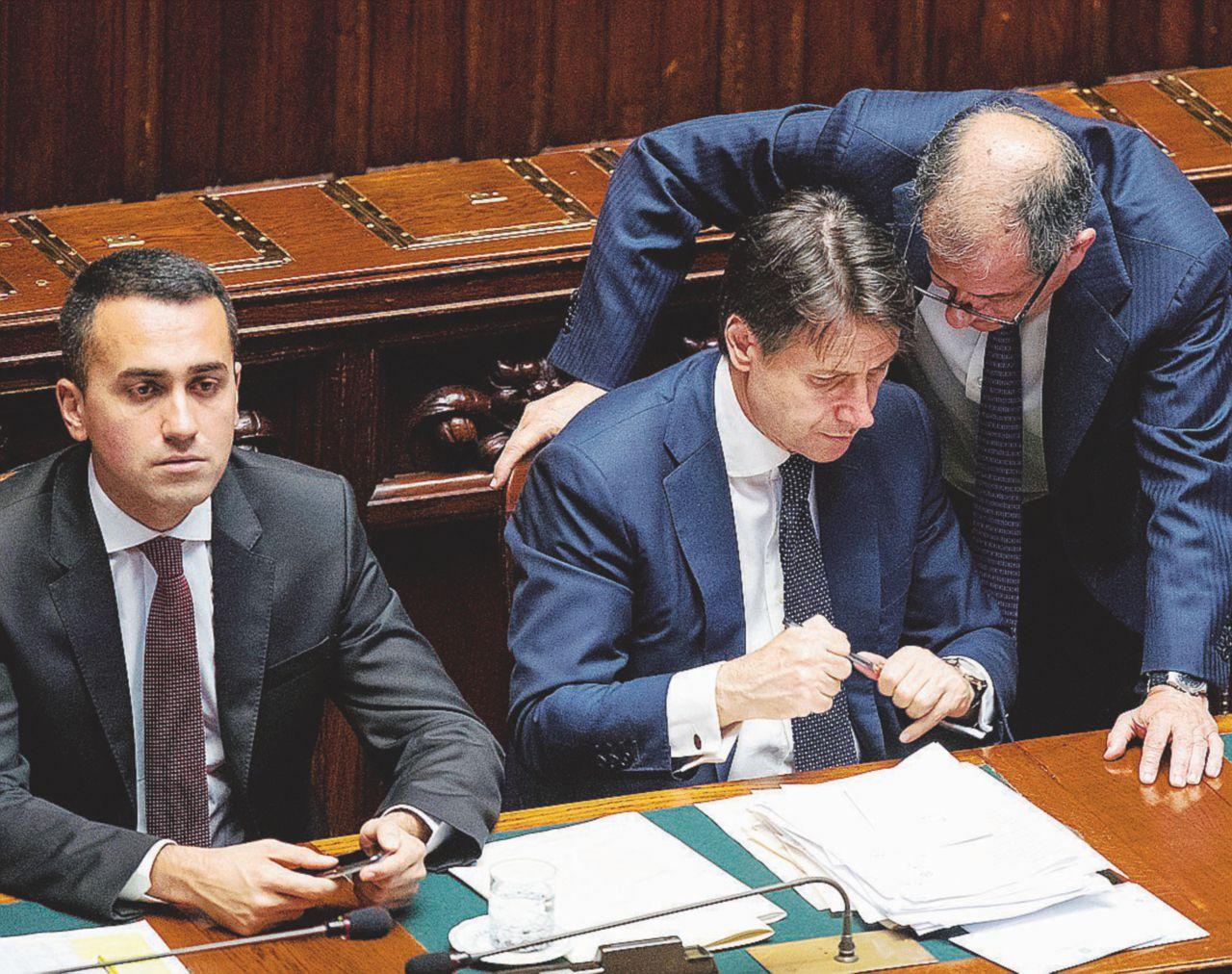 'Di Maio sposa Salvini': reddito di cittadinanza solo agli italiani