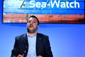 "Salvini: ""Niente Malta, Sea-Watch ciondola in mare"""