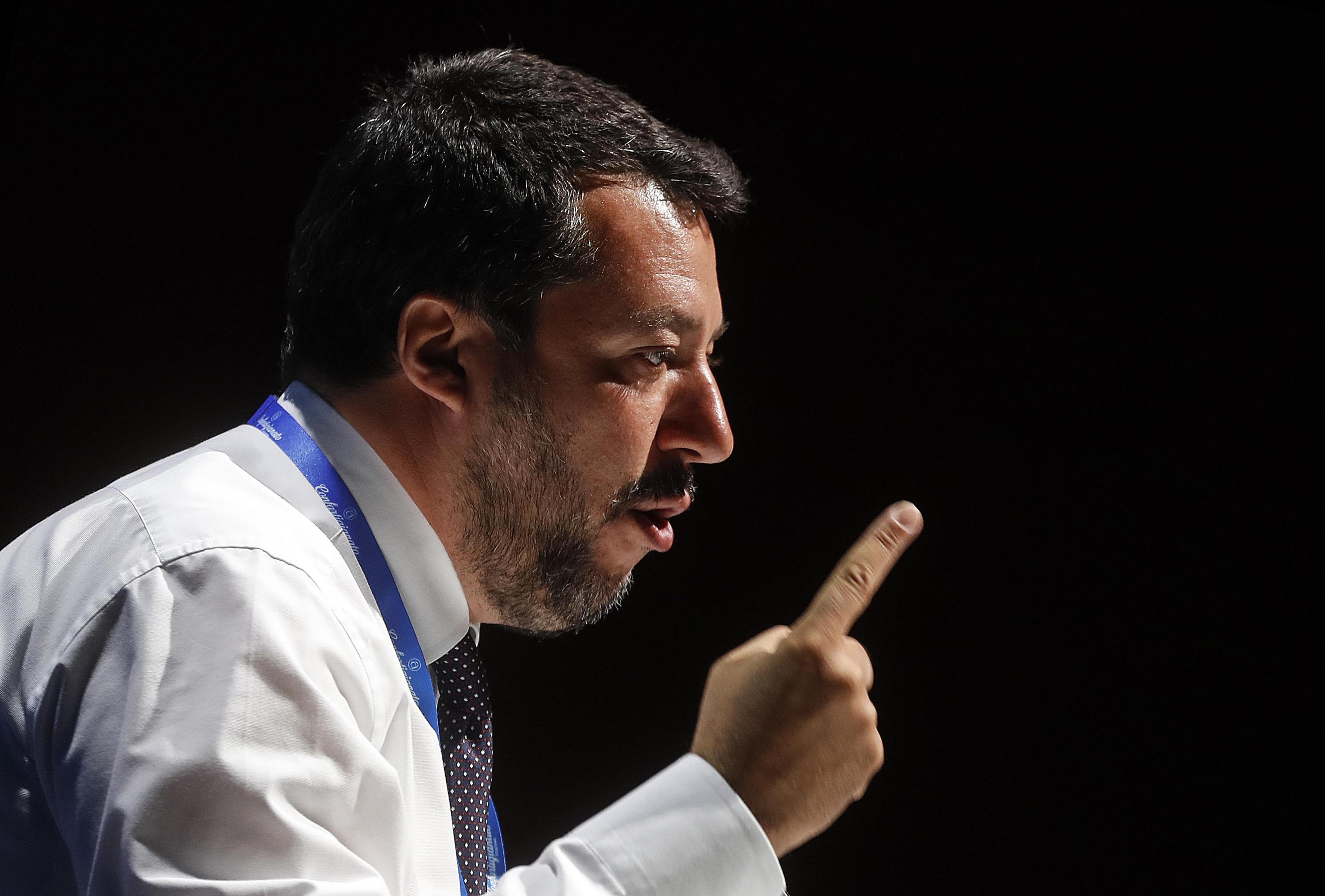 Tasse, 5 Stelle contro Salvini: