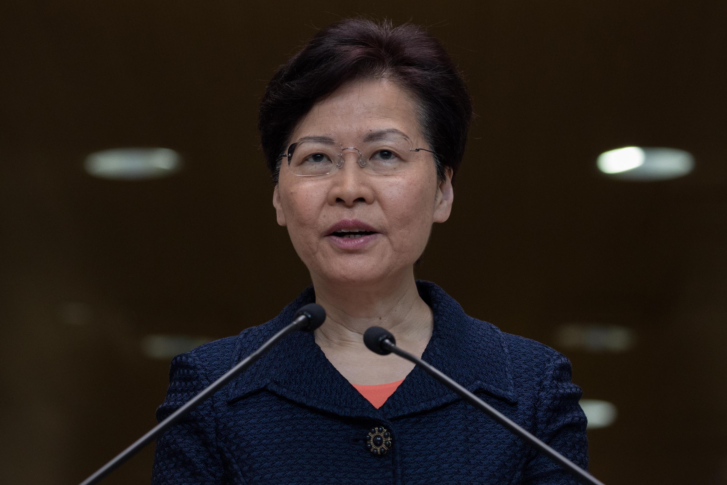 Hong Kong, la governatrice Carrie Lam non si dimette