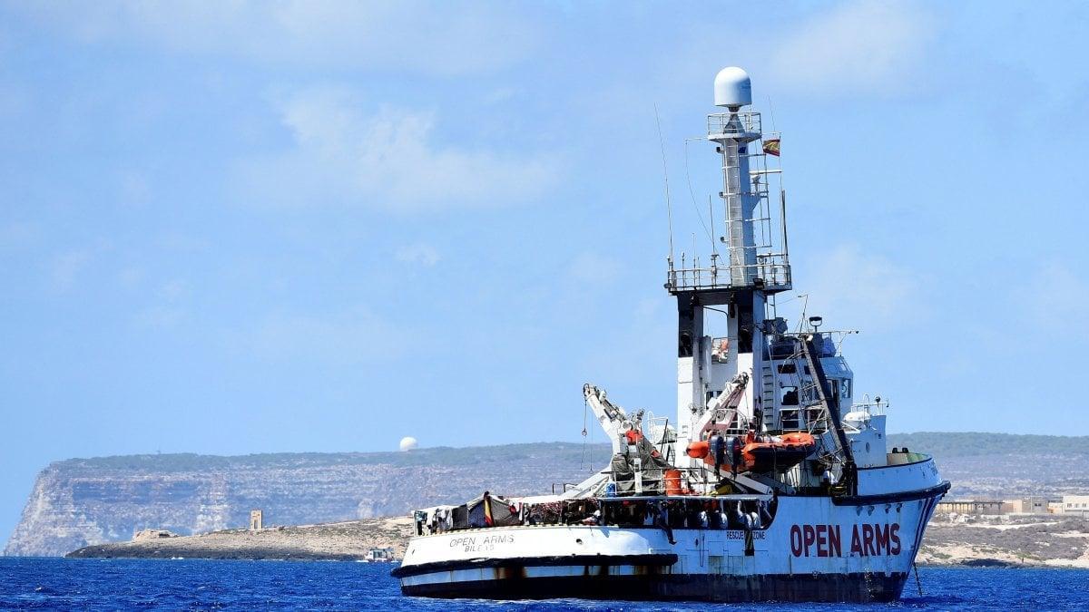 Migranti, oltre 100 persone sbarcheranno a Pozzallo e Taranto