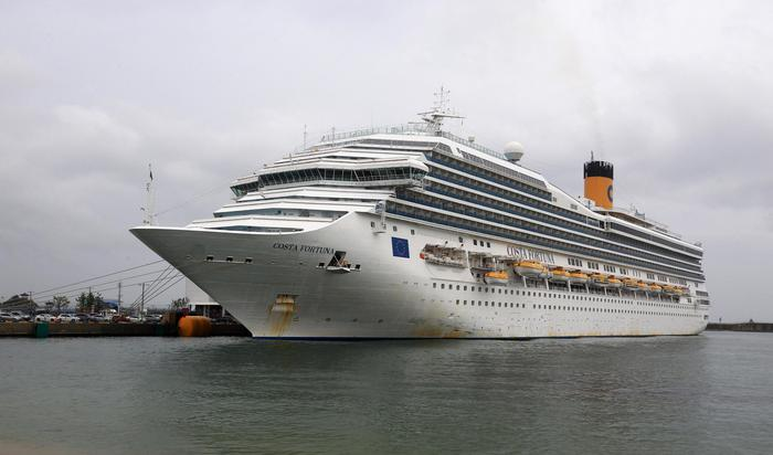 Nave Costa bloccata a Phuket, 174 italiani a bordo:
