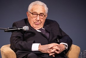 Kissinger: libertà e democrazia come antidoto al virus